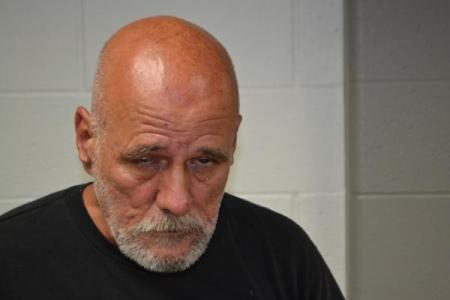 Dallas Gene Honeycutt a registered Sex or Violent Offender of Indiana